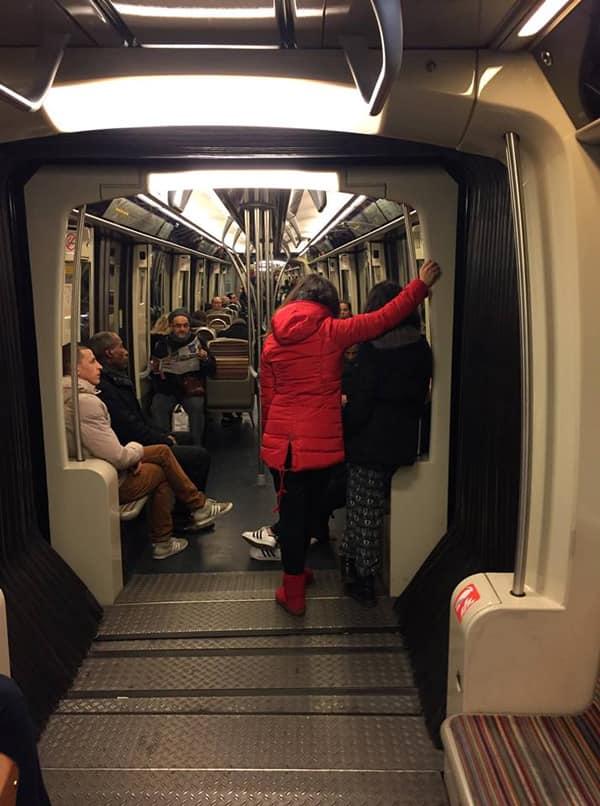 Вагон метро Париж
