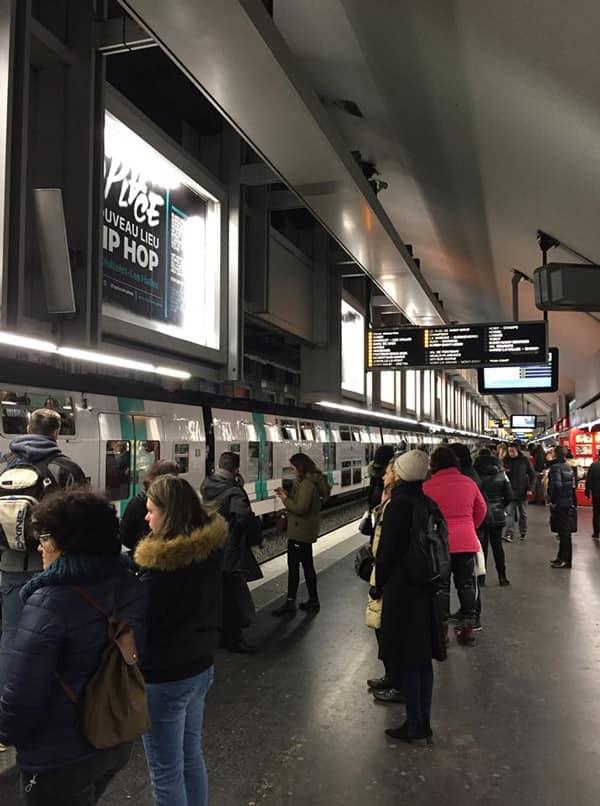 На станции метро в Париже