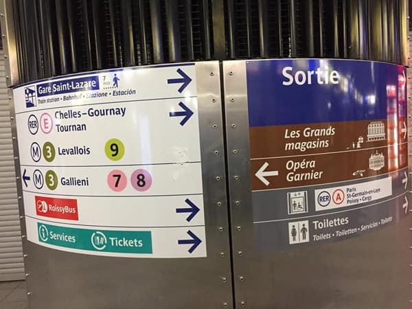 Указатели в метро Париж