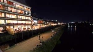 Pontocho район ресторанов в Осаке