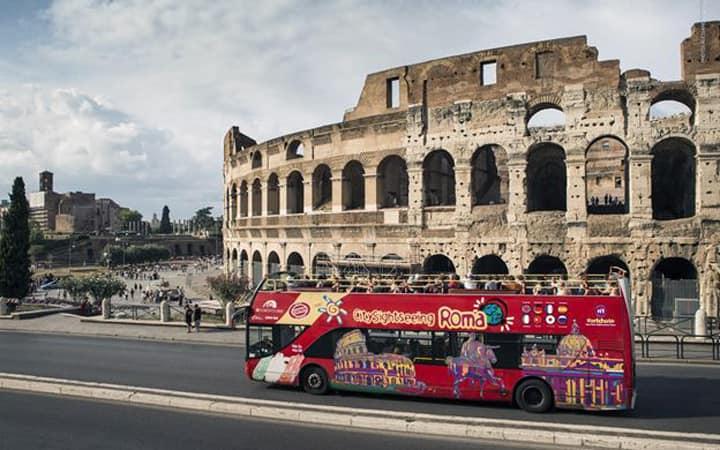 Туристический автобус в Риме