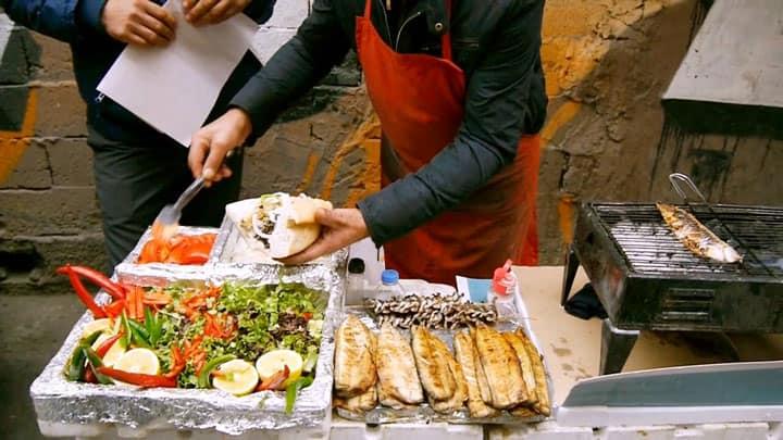 Бутерброд с рыбой Balik Ekmek