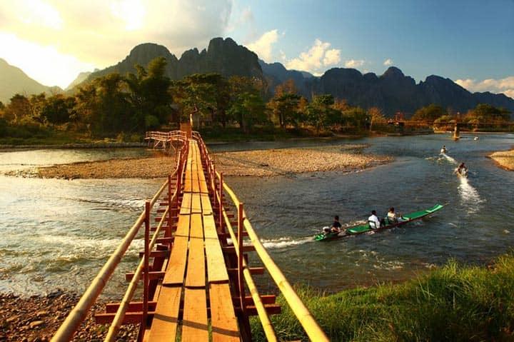 Сплав по реке Vang Vieng