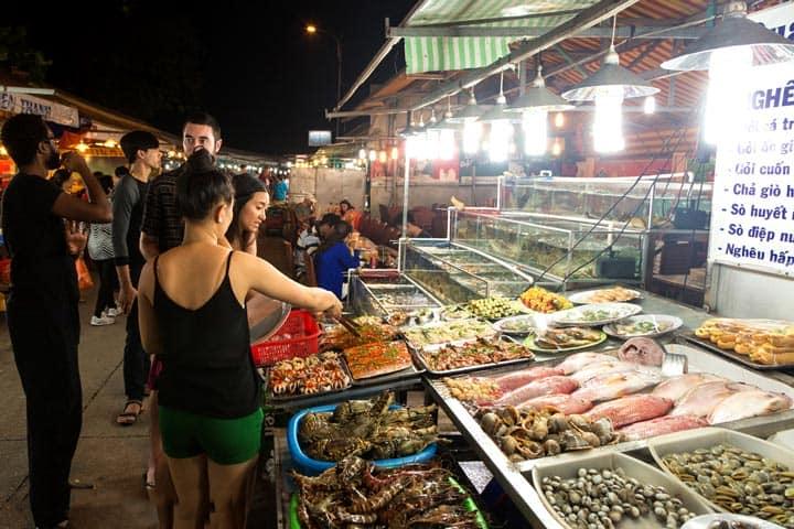 ночной рынок Dinh Cau