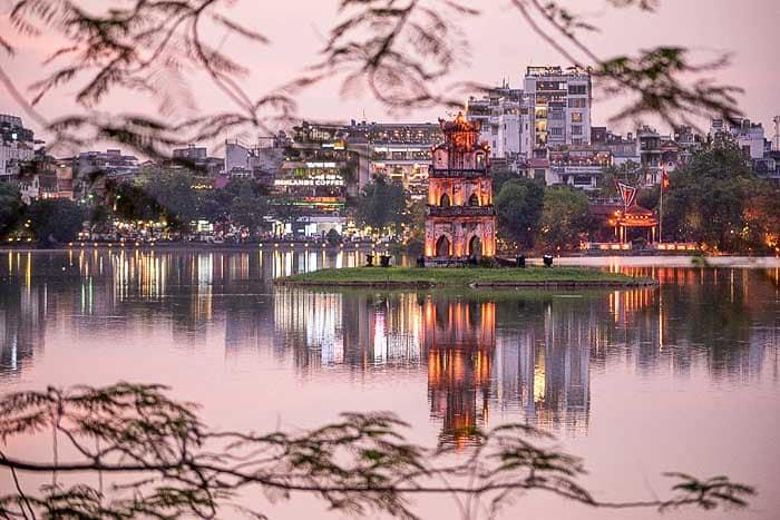 Озеро Hoan Kiem в Ханое